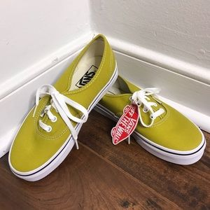"""NWT Vans """"Authentic"""" Style Cress Green/White Shoes"""